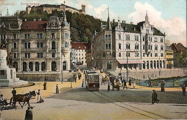 Pogled na Prešernov trg s tramvajem