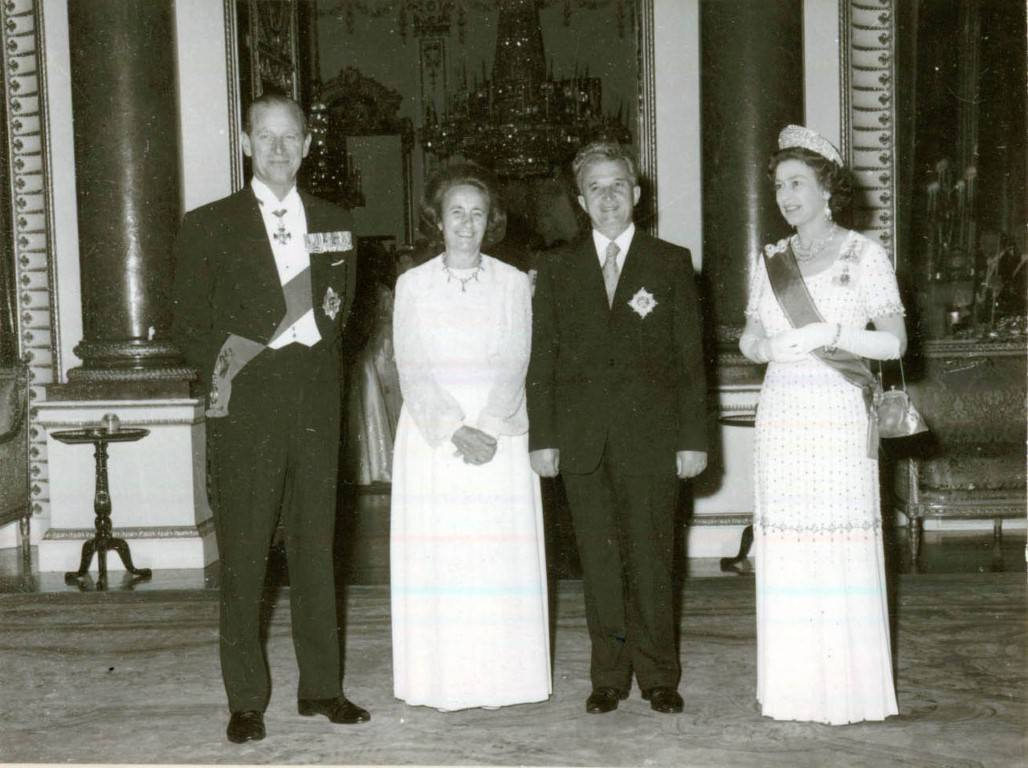 Sprejem pri kraljici Elizabeti II. v Buckinghamski palači junija 1978. Foto: Državni arhiv Romunije
