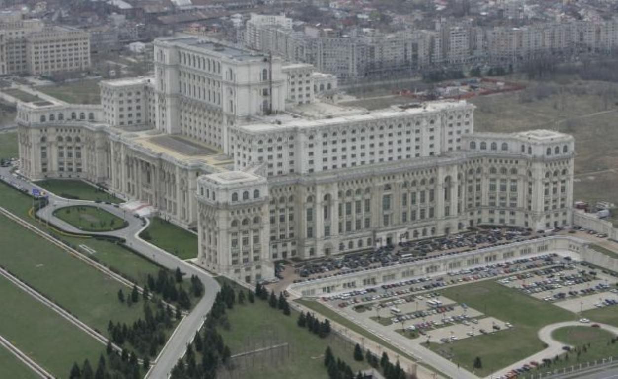 Ceauşescujeva oz. parlamentarna palača