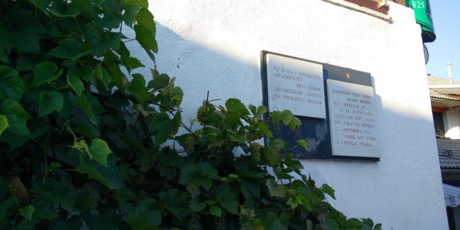 Spominska plošča Benedikoma v Stražišču