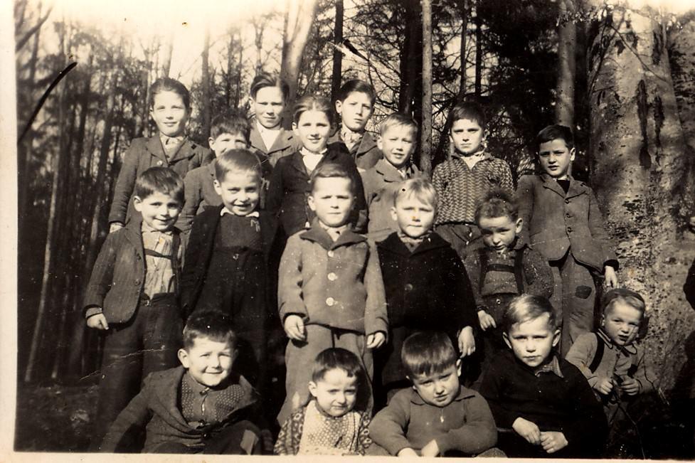 Mošenjski dečki v izgnanstvu v Nemčiji. Vir: Osebni arhiv Antona Pristova.