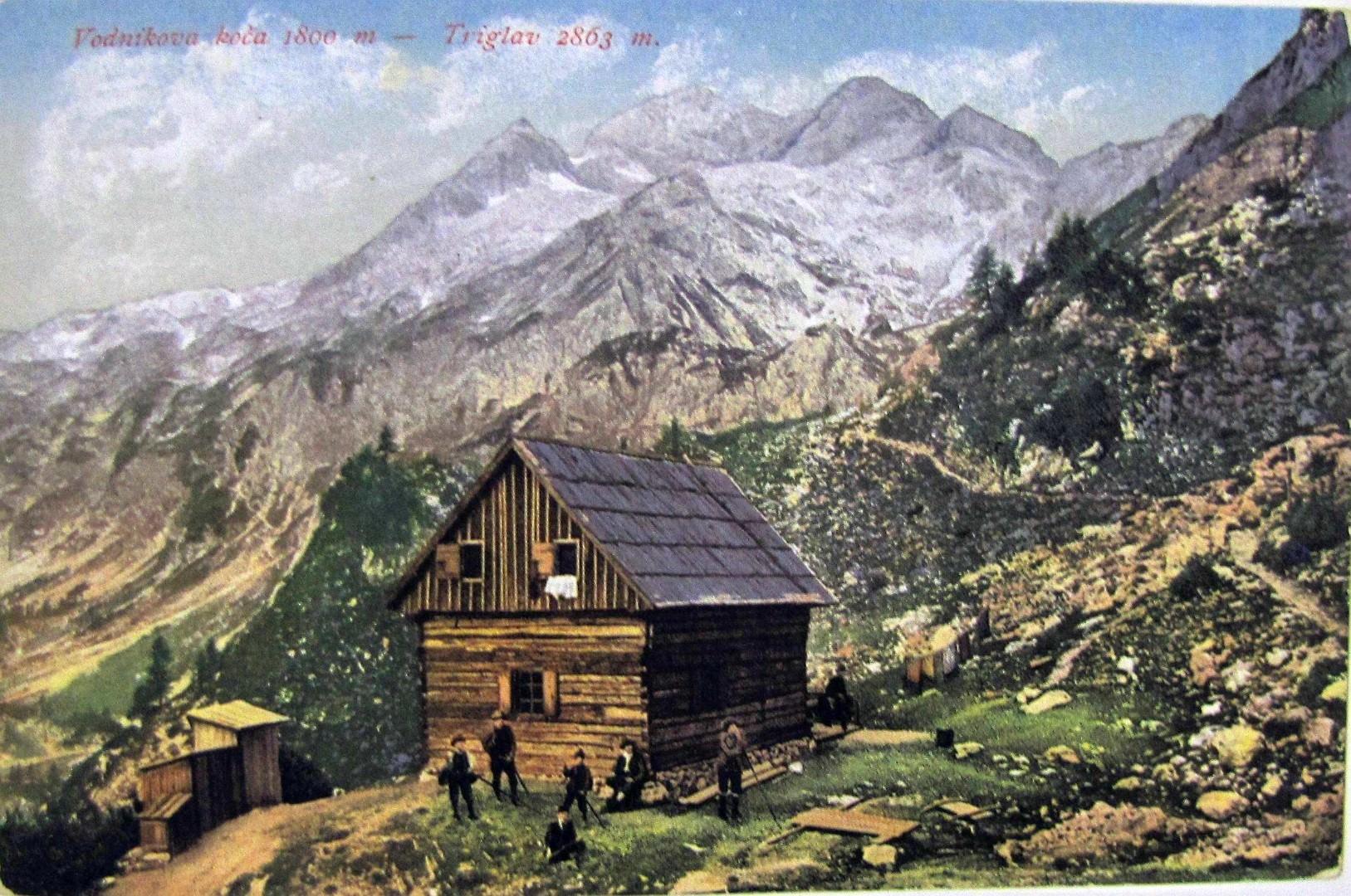 Slovensko planinsko društvo je leta 1895 na Velem polju postavilo Vodnikovo kočo.