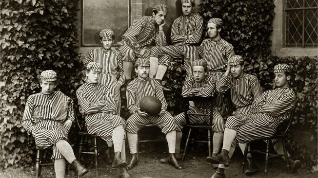 Nogometna ekipa šole Harrow leta 1868. Foto: fifa.com