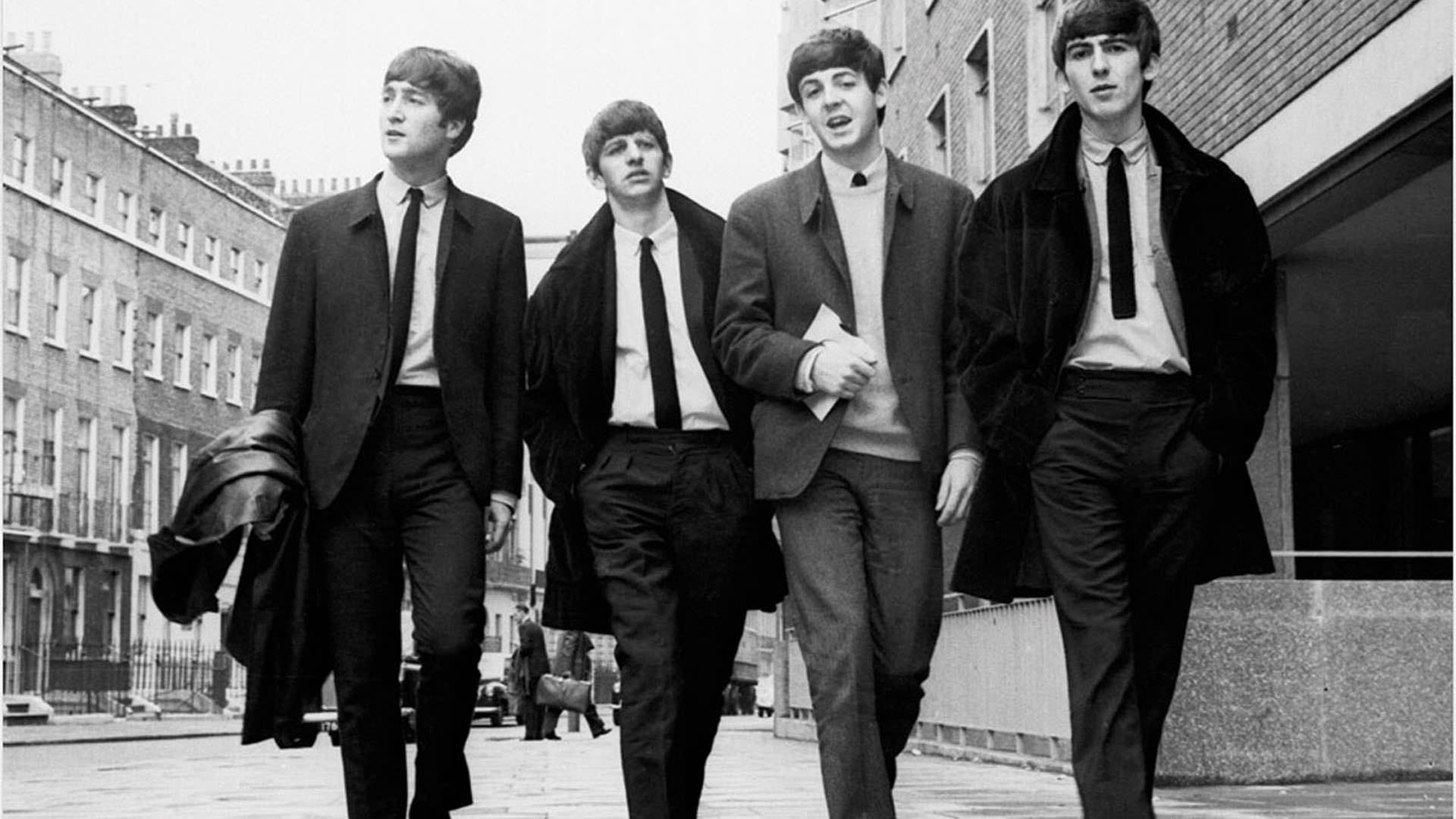 The Beatles z leve proti desni: John Lennon, Ringo Starr, Paul McCartney in George Harrison.