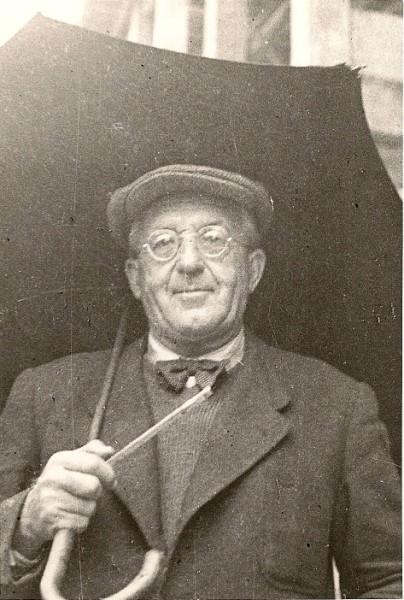 Stanko Bloudek (1890-1959), letalski konstruktor, športnik, načrtovalec športnih objektov.