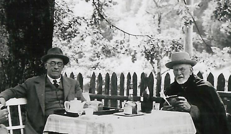 Ustanovitelj Juliane Albert Bois de Chesne in dr. Julius Kugy leta 1939 v Trenti.