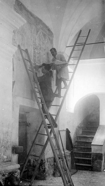 Snenanje gornje plasti fresk, Vrzdenec 1925. Foto: castni.nakamniskem.si