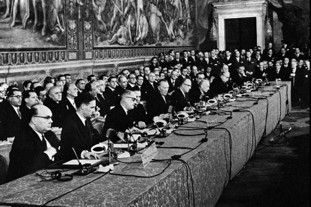 Podpisniki Rimske pogodbe na dan podpisa od leve proti desni: Paul Henri Spaak, Jean Charles Snoy et d'Oppuers, Christian Pineau, Maurice Faure, Konrad Adenauer, Walter Hallstein, Antonio Segni, Joseph Bech, Joseph Luns.