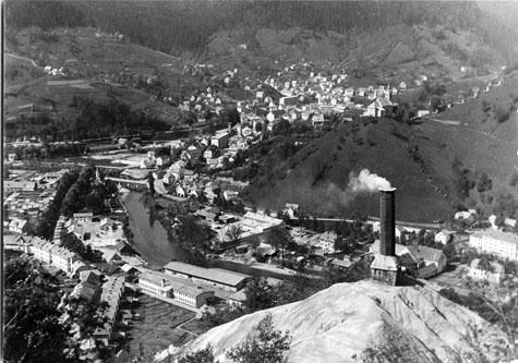 Pogled izza dimnika, Idrija 1965. Foto: SEM