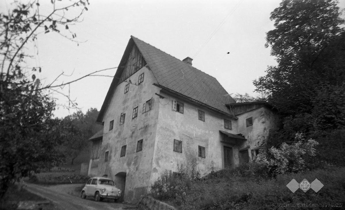 Idrijska rudarska hiša, 1976. Foto: SEM