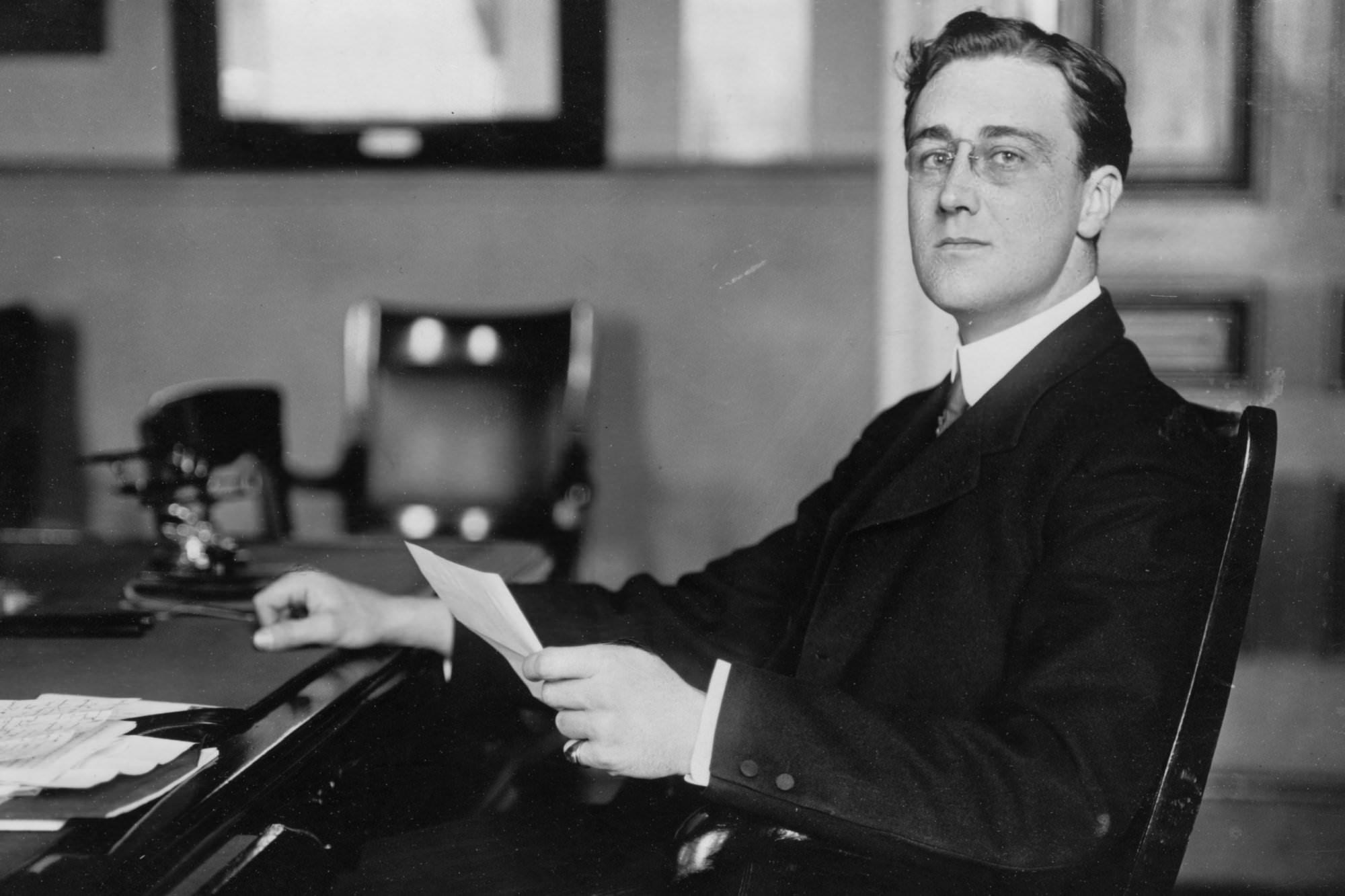 Mladi Roosevelt med študijem prava.