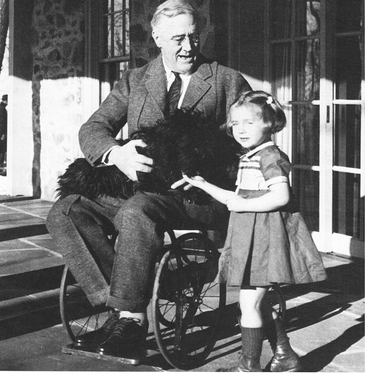 Roosevelt na vozičku.