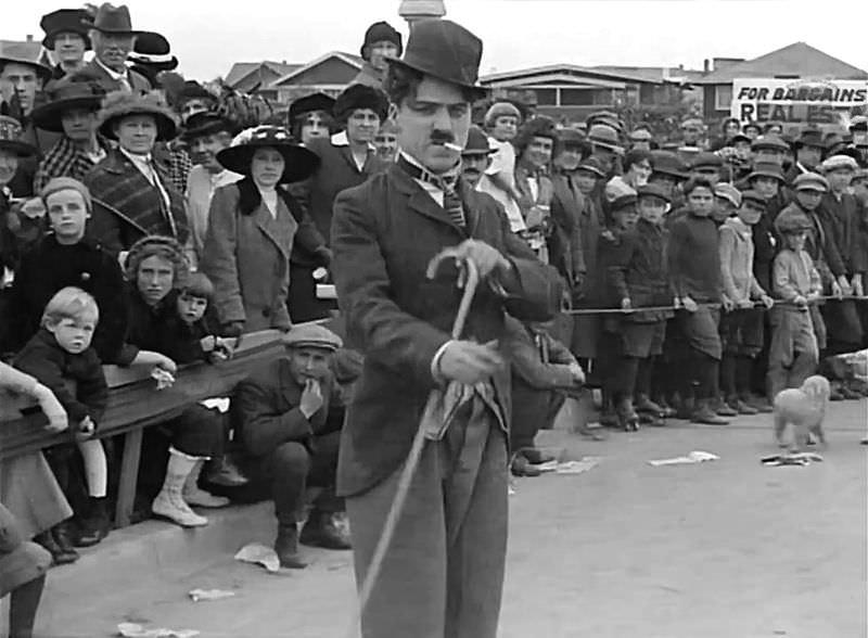 Debi Potepuha v Kid Auto Races at Venice (1914), Chaplinovem drugem filmu