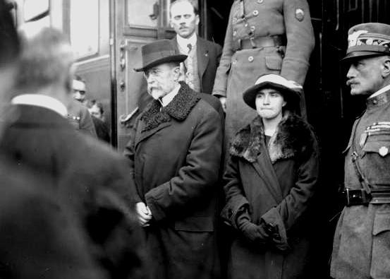 Masaryk s hčerko Olgo v Táboru, na poti v Prago. Foto: commons.wikimedia.org