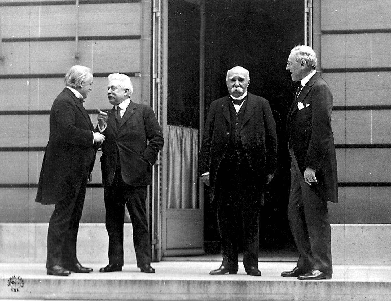 Veliki štirje na Pariški mirovni konferenci (z leve proti desni): Da-vid Lloyd George, Vittorio Emanuele Orlando, Georges Clemenceau, Woodrow Wilson. Foto: commons.wikimedia.org