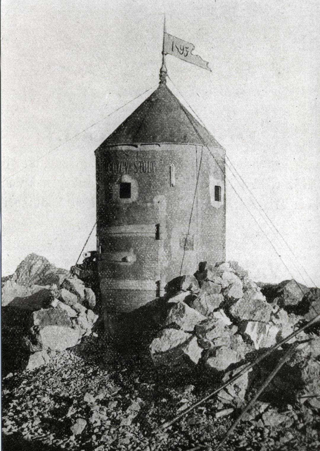 Leta 1895 je dal na vrhu Triglava Jakob Aljaž postaviti stolp, ki se danes po njem imenuje Aljažev stolp.