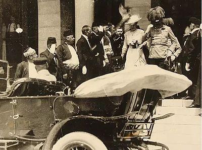 Franc Ferdinand z ženo Sofijo v Sarajevu. Foto: Wikimedia