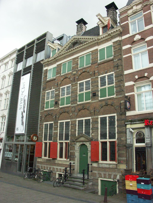 Hiša v Amsterdamu, kjer je v 17. stoletju Rembrandt živel in delal (danes muzej).
