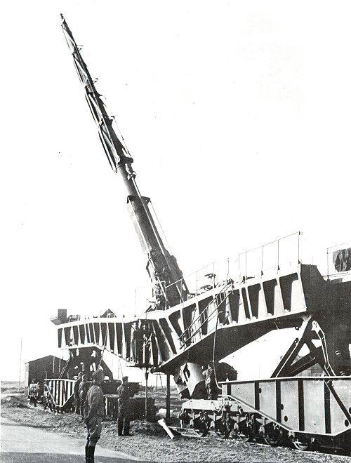 Ogromna 21-metrska pištola K12 je bila primerna samo za bombardiranje ciljev na kopnem.