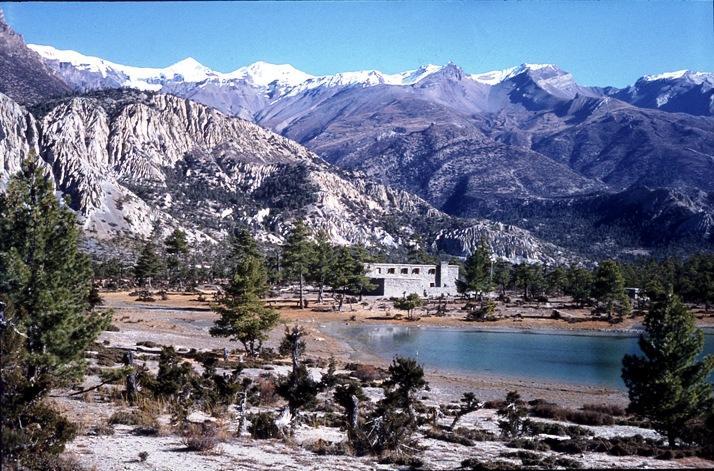 Leta 1979 je na pobuda Aleša Kunaverja v Manangu pod Anapurnami ustanovljena Nepalska šola za gorske vodnike. Foto: friko.si