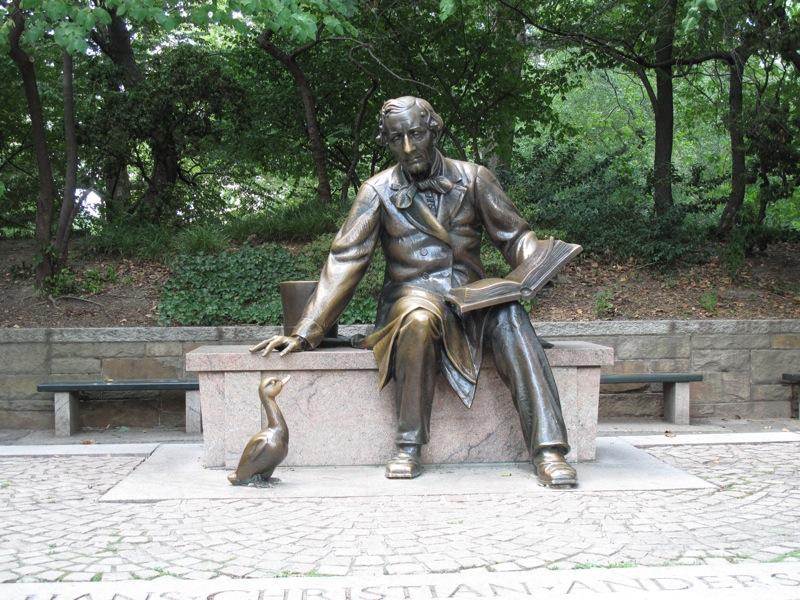 Kip grdega račka in Andersena v Centralnem parku v New Yorku.