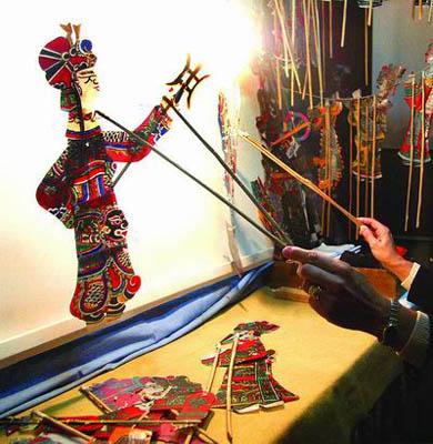 Prikaz senčnih iger. Foto: chineseculture.org