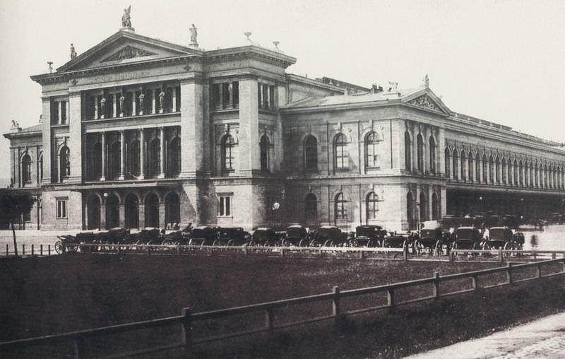 Stara stavba dunajske Južne postaje (Südbahnhof), kjer se začne Južna železnica (1875)