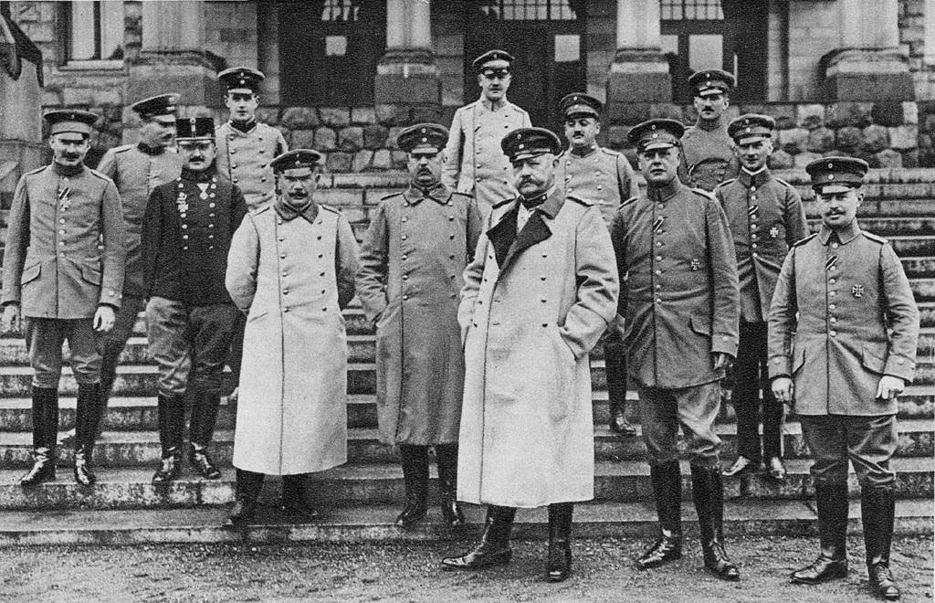 Feldmaršal Paul von Hindenburg in njegovo osebje (1915).