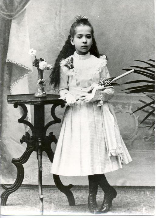 Alma kot majhna deklica. Foto: Wikimedia