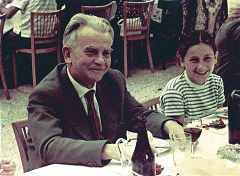 Josip Vidmar in hči Živa v Dolenjskih Toplicah 22. julija 1961. Foto: primorskenovice.si