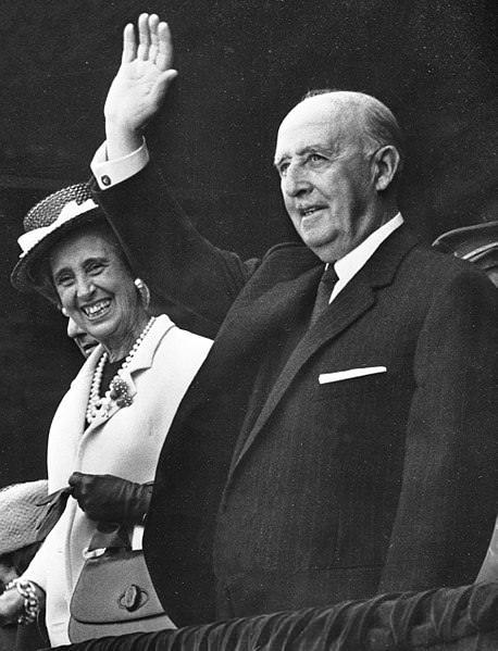 Franco in njegova žena Carmen Polo.