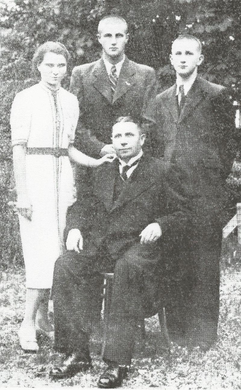 Adam Luthar z družino: (od leve proti desni) Marija Magdalena, Tibor, Gustav Adolf. Foto: Düsevni Liszt 1938, 9. stevilka