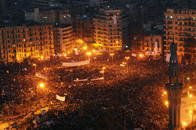 Protestniki na trgu Tahrir v Kairu. Foto: EPA