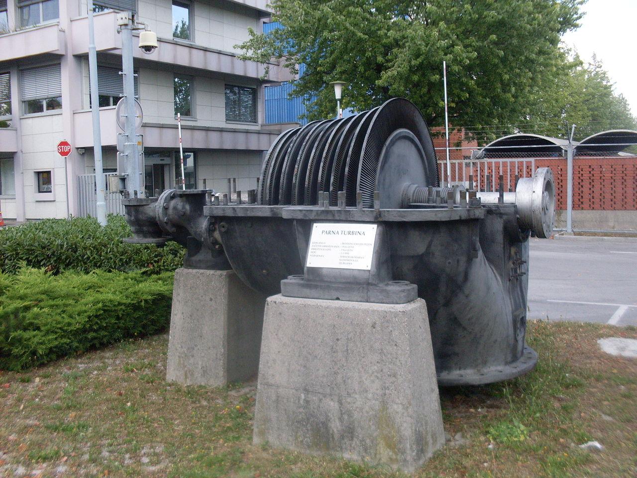 Škodina parna turbina - nizkotlačni del iz Mestne termoelektrarne Ljubljana, danes razstavljena v industrijski coni Šiška. Foto: Wikimedia