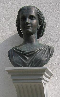 Josipina Turnograjska, kip na gradu Turn. Foto: Ziga
