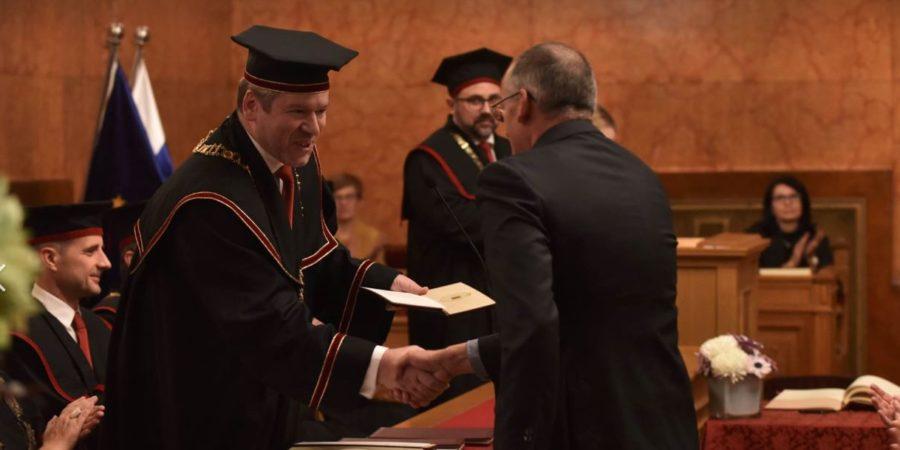 Akad. prof. dr. Peter Štih prejel zlato plaketo Univerze v Ljubljani